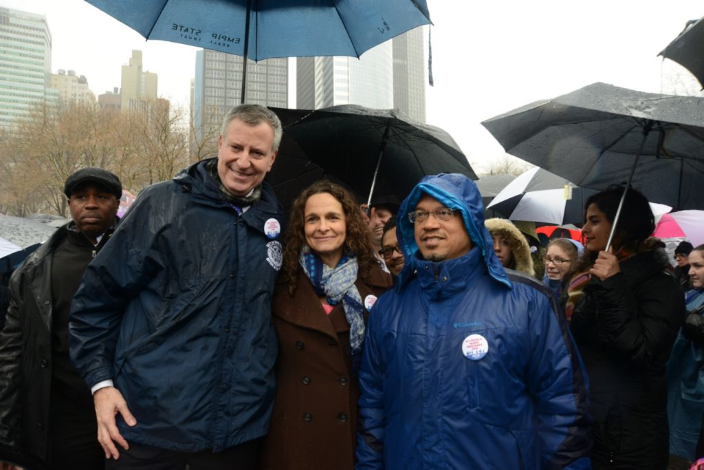 From left, New York City Mayor Bill de Blasio; Rabbi Jennie Rosenn, Vice President for Community Engagement of HIAS, the global Jewish nonprofit that protects refugees; and US Rep. Keith Ellison of Minnesota, at the Jewish Rally for Refugees in Battery Park, New York, on February 12, 2017. (Courtesy HIAS)