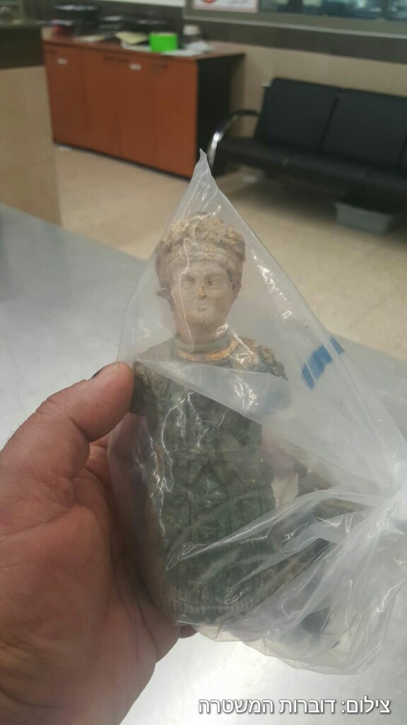 A Roman-era statuette confiscated by Israeli authorities from Palestinian man crossing into the West Bank at the Allenby Bridge on February 8, 2017. (Israel Police)