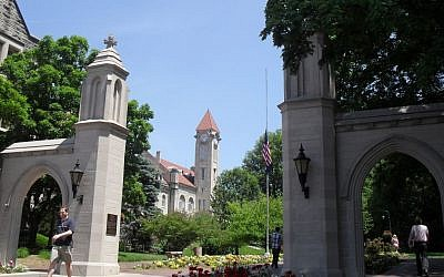 Illustrative photo of the Sample Gates, the main entrance to the Indiana University Bloomington Campus. (CC-BY-SA : McAnt/Wikimedia)