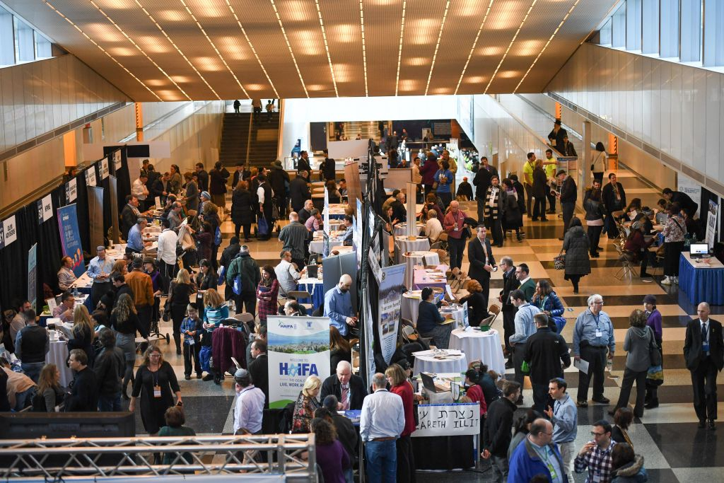 Over 50 sessions and workshops on all aspects of life in Israel were held at the Nefesh B'Nefesh Mega Event on February 26 in New York. (Shahar Azran)