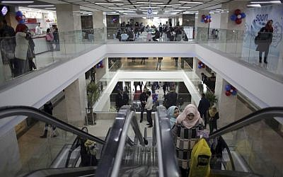 Palestinians shop in a new indoor shopping mall in the Gaza Strip, in Gaza City,  Feb. 18, 2017. (AP Photo/ Khalil Hamra)