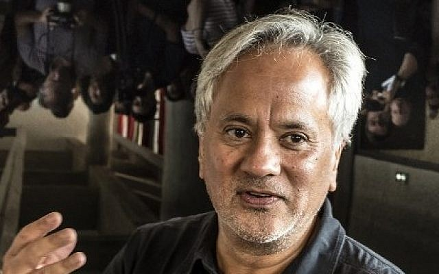 This file photo taken on September 9, 2015 shows British contemporary artist of Indian origin Anish Kapoor answering journalists' questions during a press conference in Eveux at the Dominican convent of Sainte-Marie de La Tourette. (AFP  / JEAN-PHILIPPE KSIAZEK)