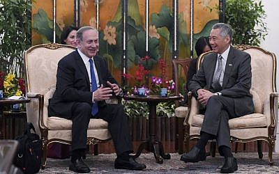 Prime Minister Benjamin Netanyahu, left, sits with Singaporean Prime Minister Lee Hsien Loong during a meeting at the Istana presidential palace in Singapore, Monday, Feb. 20, 2017. (AP Photo/Joseph Nair)