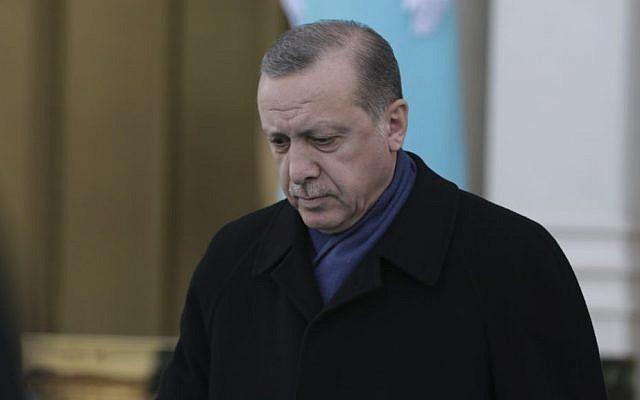 Turkey's President Recep Tayyip Erdogan, walks to greet Ethiopia's President Mulatu Teshome Wirtu, at the Presidential Palace, in Ankara Tuesday, Feb. 7, 2017. (AP Photo/Burhan Ozbilici)