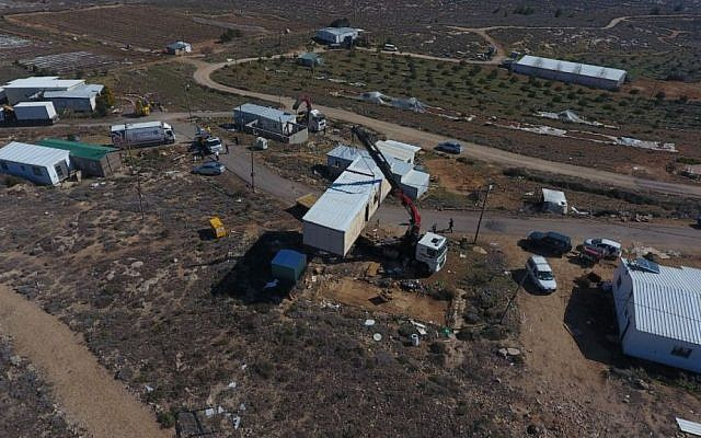 Defense Ministry dismantling Amona outpost in the central West Bank on February 6, 2017. (Courtesy/Amona council)