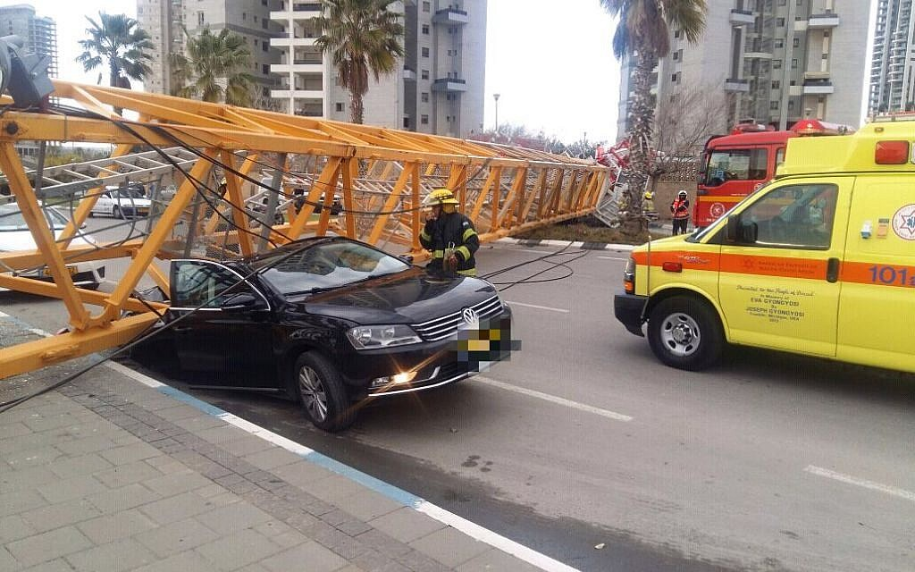 A crane that collapsed at a construction site in the central Israel city of Bat Yam on February 13, 2017. (Magen David Adom)