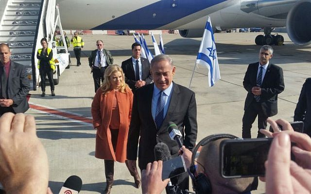 Benjamin Netanyahu, with his wife Sara Netanyahu behind him, speaking to the press before boarding a plane to the US, at Ben-Gurion Airport, on February 13, 2017. (Raphael Ahren/Times of Israel)