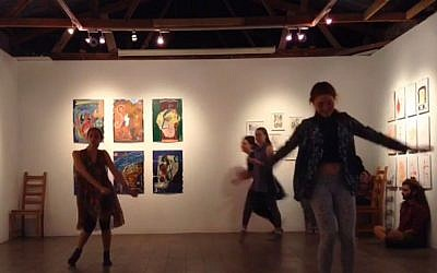 A dance performance at Barbur Gallery in Jerusalem, 2017 (screen capture: YouTube)