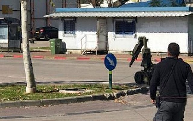 A robot device defuses an explosive device placed under a car in Ramat Hasharon, February 17, 2017. (Israel Police)