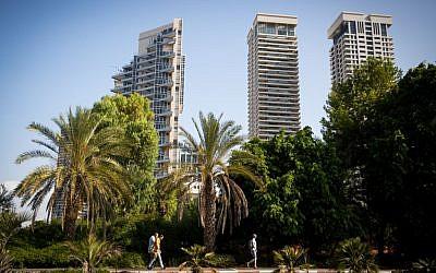 View of the luxury towers in the Hatzameret neighborhood of Tel Aviv. September 22, 2016. (Miriam Alster/Flash90)