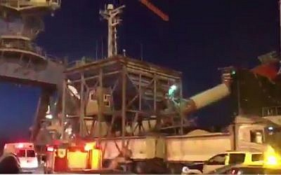 Screen capture of a crane that collapsed onto a ship in Ashdod port, February 19, 2017. (Screen capture: Channel 10/Twitter)
