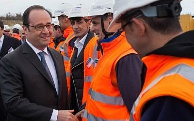 "French President Francois Hollande (2nd L) meets employess as he attends the inauguration of the new ""Sud Europe Atlantique"" (South Europe Atlantic) high-speed rail line, linking Tours and Bordeaux, on February 28, 2017, in Villognon, central France.  AFP PHOTO / Yohan BONNET"