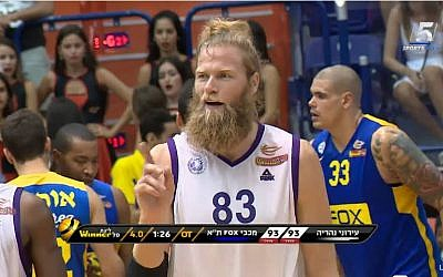 Ironi Nahariya basketball player Jonathan Skjoldebrand (screen capture/YouTube)