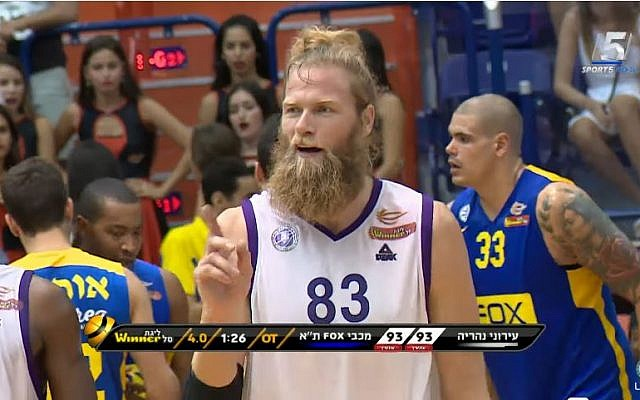 Ironi Nahariya basketball player Jonathan Skjoldebrand (screen capture/YouTube)