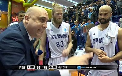 Ironi Nahariya basketball coach Eric Alfasi (l) with members of the team during their victory over Gaziantep, February 8, 2017. (Screen capture: YouTube)