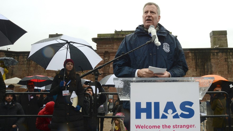 De Blasio Accused Of Granting Favors For Contributions