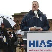 New York City Mayor Bill de Blasio speaking at a HIAS rally in New York, Feb. 12, 2017. (Gili Getz via JTA)