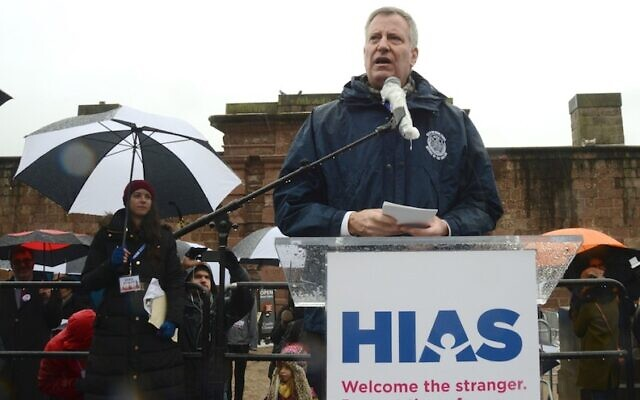 New York City Mayor Bill de Blasio speaking at a HIAS rally in New York, Feb. 12, 2017. (Gili Getz via JTA)
