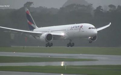 A Latam Airlines 787 plane lands in Aukland Airport in Auckland, New Zealand. (Screen capture/YouTube)
