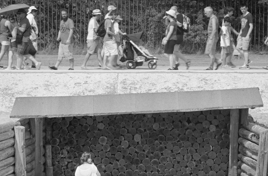 """The tourists in """"Austerlitz"""" seem oblivious to Sergei Loznitsa's cameras. (Courtesy of Austerlitz/Loznitsa)"""