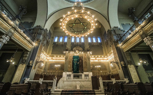 A picture taken on October 3, 2016 shows a general view of the interior of the Shaar Hashamayim Synagogue in Cairo. (Khaled Desouki/AFP)