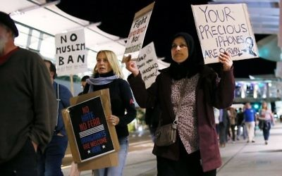 Protesters chant during a rally against the travel ban at San Diego International Airport on March 6, 2017 in San Diego, California. (AFP Photo/Sandy Huffaker)