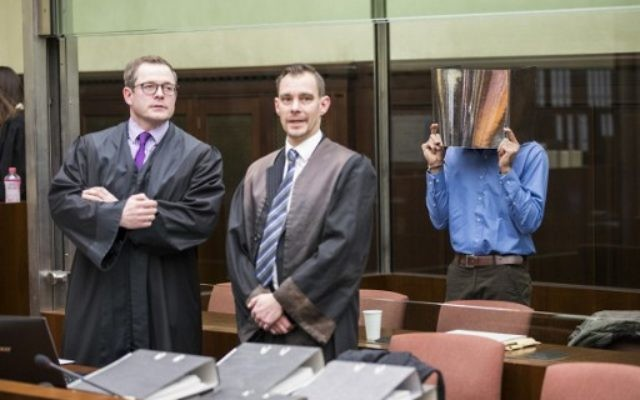 Pakistani Syed Mustufa H. (R) stands behind his lawyers Thomas Penneke (L) and Michael de Saavedra-Mai at the start of his trial in Berlin on March 8, 2017. (AFP Photo/Pool/Odd Andersen)