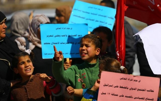 Palestinian families of fishermen shout slogans during a protest against Israel's siege on the Gaza Strip on March 9, 2017 in Gaza City. (AFP /MOHAMMED ABED)