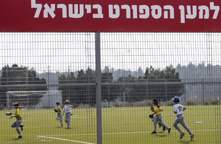 Young Israelis play a baseball match between the Modiin and Jerusalem youth teams in the Israeli city of Modiin on March 10, 2017. ( AFP PHOTO / JACK GUEZ)