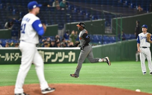 The Netherlands' Didi Gregorius (C) runs between the bases following his three-run homer in the top of the fourth inning during the World Baseball Classic Pool E second-round match against Israel in Tokyo, March 13, 2017. (AFP/Kazuhiro Nogi)