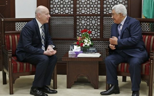 Palestinian Authority President Mahmoud Abbas (R) meets with Jason Greenblatt, the US special representative for international negotiations, in Ramallah on March 14, 2017. (AFP Photo/Abbas Momani)