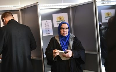 A Muslim voters folds her ballot at a polling station at The Hague on March 15, 2017, as polls open across The Netherlands. (Emmanuel Dunand/AFP)