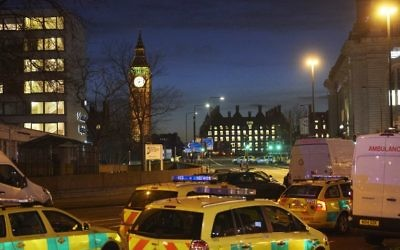 British police officers and emergency services work on Westminster Bridge, adjacent to the Houses of Parliament in Westminster, central London on March 22, 2017. (AFP/Niklas Halle'n)