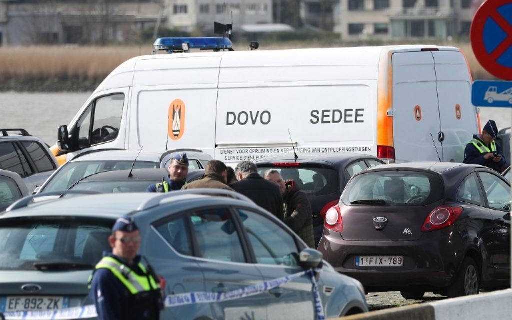 Police officers and and Sedee-Dovo, the mine clearance service of Belgian defense, patrol  in Antwerp where Belgian police arrested a man on March 23, 2017 after he tried to drive into a crowd at high-speed in a shopping area in the port city of Antwerp, a police chief said. (AFP/Belga/VIRGINIE LEFOUR)