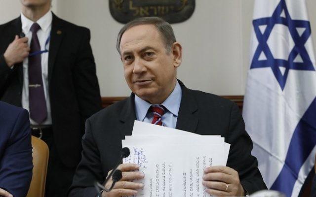 Prime Minister Benjamin Netanyahu chairs a cabinet meeting in Jerusalem, March 26, 2017. (AFP/Gali TIBBON)