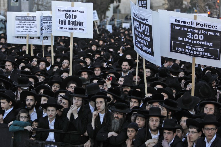 Ultra-Orthodox Jews protest against Israeli army conscription, in Jerusalem, on March 28, 2017. (AFP PHOTO / MENAHEM KAHANA)