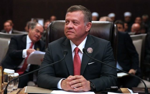 Jordan's King Abdullah II attends talks of the Arab League summit in the Jordanian Dead Sea resort of Sweimeh on March 29, 2017. (AFP/Khalil Mazraawi)