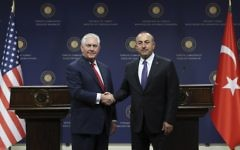 US Secretary of State Rex Tillerson, left, and Turkish Foreign Minister Mevlut Cavusoglu shake hands during a joint news conference in Ankara, March 30, 2017. (AFP/Adem Altan)