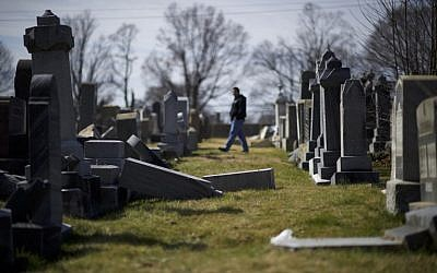 Jewish tombstones lay vandalized at Mount Carmel Cemetery February 27, 2017 in Philadelphia, Pennsylvania. (Mark Makela/Getty Images/AFP)