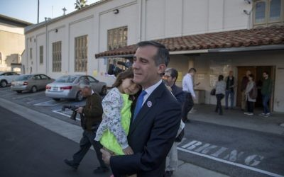 Los Angeles Mayor Eric Garcetti leaves his polling place with daughter Maya Garcetti, 5, after voting for mayor as Angelenos go to the polls on March 7, 2017 in Los Angeles, California. (David McNew/Getty Images/AFP)