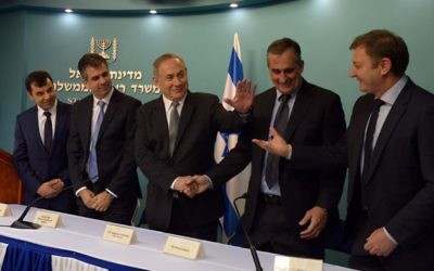 Prime Minister Benjamin Netanyahu (third from left) meets with Intel Corp. CEO Brian Krzanich (to his left) and Mobileye founders Amnon Shashua and Ziv Aviram , respectively first left and first right; (Courtesy: Haim Zach, GPO)