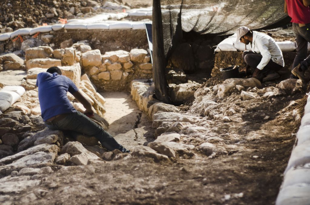 Excavations at a Byzantine-era site west of Jerusalem, near the village of Ein Nakuba, in 2016. (Yoli Schwartz, Israel Antiquities Authority)