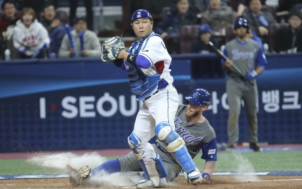 Israel's Zach Borenstein is forced out at home as South Korea's catcher Yang Eui-ji tries to throw to first during the eighth inning of the first round game of the World Baseball Classic at Gocheok Sky Dome in Seoul, South Korea, Monday, March 6, 2017. (AP /Lee Jin-man)