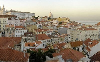 View of Alfama from Miradouro de Santa Luzia. (CC BY 2.0 Miguel Vieira/Wikipedia)