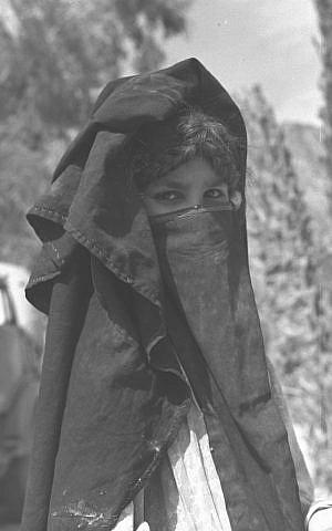 A photograph of a Bedouin woman in the Sinai desert (Courtesy David Rubinger/Knesset collection)
