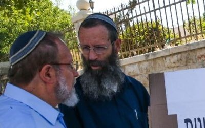 Eli pre-army academy heads Rabbi Eli Sadan (L) and Rabbi Yigal Levinstein protest outside Prime Minister Benjamin Netanyahu's house in Jerusalem against the government's response to a wave of terror attacks, July 1, 2015. (Nati Shohat/Flash90)