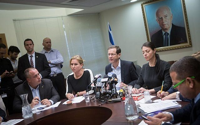 Zionist Union party chair Isaac Herzog (C) leads a party meeting at the Knesset, November 30, 2015. (Miriam Alster/Flash90)