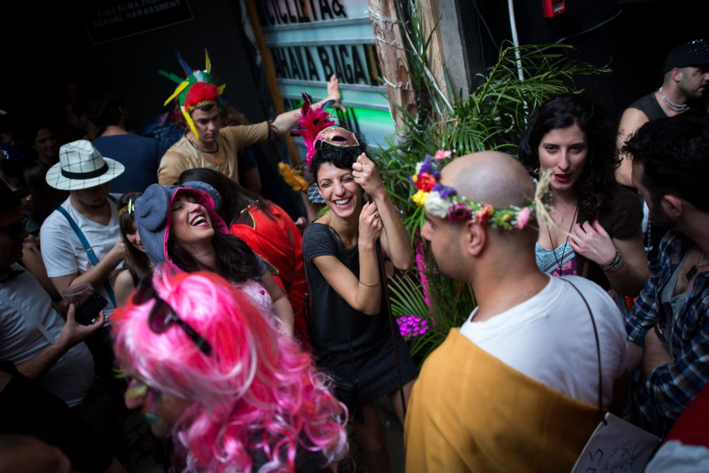 Partying on Purim 2016 at a Tel Aviv bar (Miriam Alster/Flash 90)