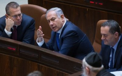 Prime Minister Benjamin Netanyahu speaks with Minister of Public Security and Strategic Affairs, Gilad Erdan (L) at the Israeli parliament during a plenum session in the assembly hall of the Israeli parliament on March 28, 2016. (Yonatan Sindel/Flash90)