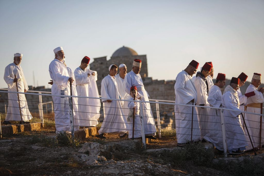 Samaritan people praying during the Shavuot holiday pilgrimage during June 2016 at Mt. Grizim on the outskirts of Nablus in the West Bank (Haytham Shtayeh/Flash 90)